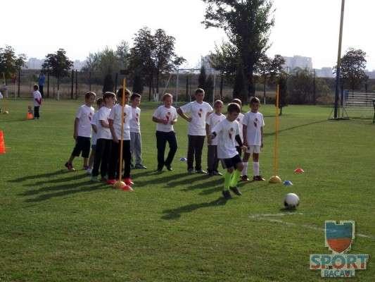 Scoala de Fotbal FC Bacau a pornit la drum  8