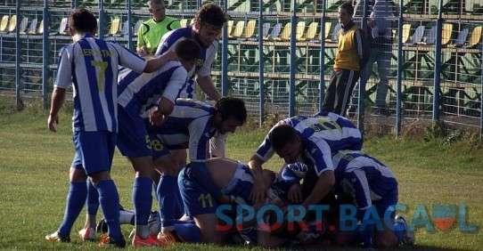 Fotbalistii Aerostarului sarbatoresc golul lui Dobarceanu