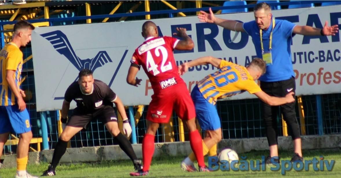 Ce au spus antrenorii Lupuț și Falub după Aerostar Bacău – U Cluj 0-1