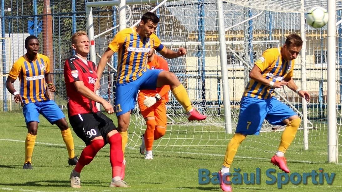 Fotbal, Liga a II-a / Aerostar dă lovitura cu Petrolul